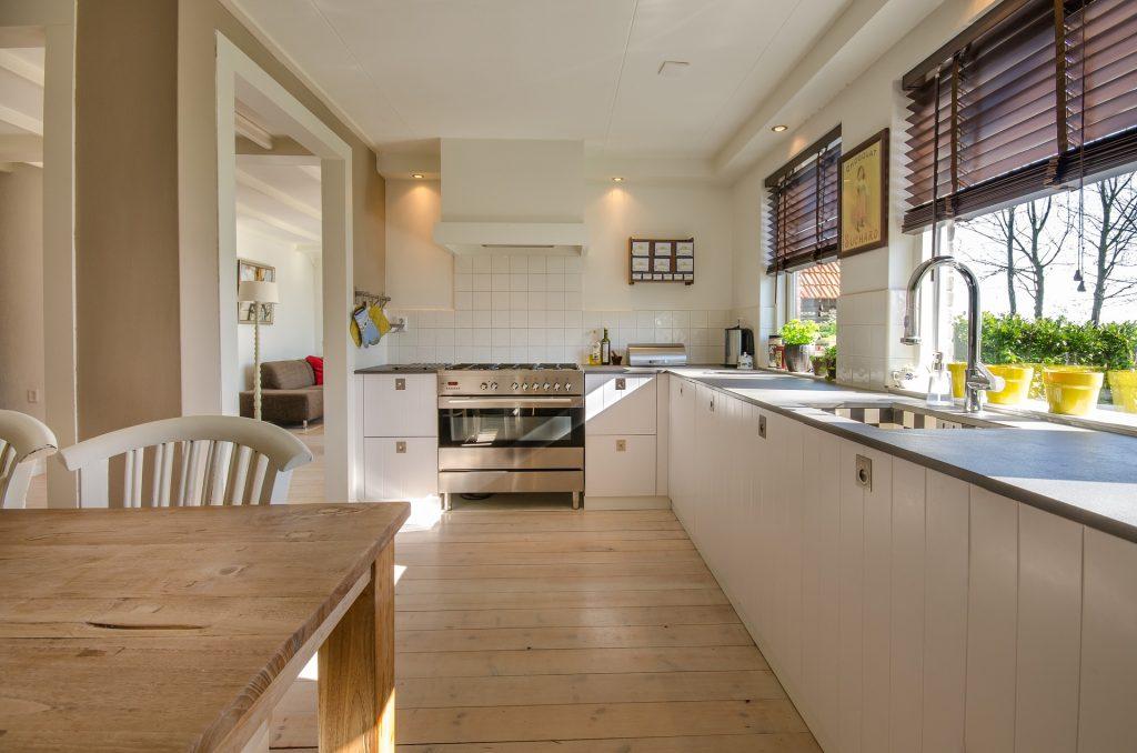 moderne Küchenplanung: ELLARI Küche & Bad anrufen!